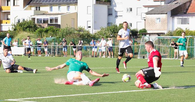 Nils Cuccu erzielte im Viertelfinale gegen Borussia Neunkirchen drei Tore. Hier das 2:0.