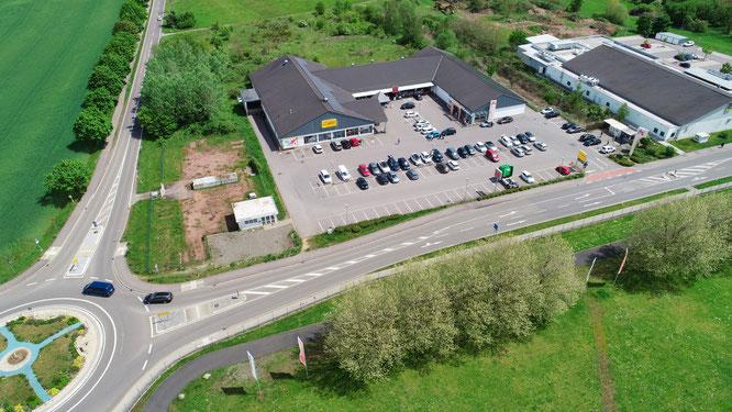 Auf dem freien Grundstück zwischen Supermarkt und Straße nach Sitterswald hat der Gemeinderat eine Spielhalle mit einer Veränderungssperre verhindert.