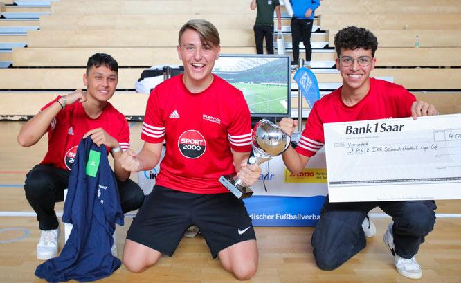 Von links: Vincent Kessel, Ian Winter, Tarek Mrazzen vom FV Bischmisheim haben das Turnier gewonnen.