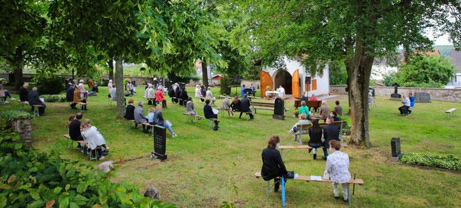 Der Fronleichnam-Gottesdienst 2020 auf dem Alten Friedhof in Auersmacher.