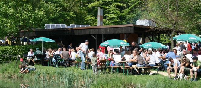 Der Fischweiher zwischen Sitterswald und Auersmacher ist am 1. Mai ein beliebtes Ausflugsziel.