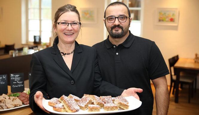 Elke Birkelbach hatte die Idee vom Biosphäre-Kuchen und Samu Ocak hat ihn gebacken