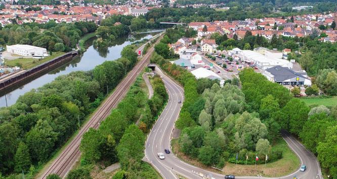 Die Umgehungsstraße von Kleinblittersdorf (Bildmitte) wird von Freitag bis Montag voll gesperrt