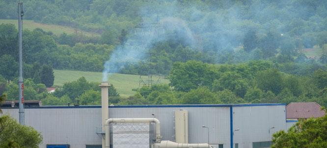 Rauch in verschiedenen Farben soll das Alu-Werk in Großblittersdorf ablassen.