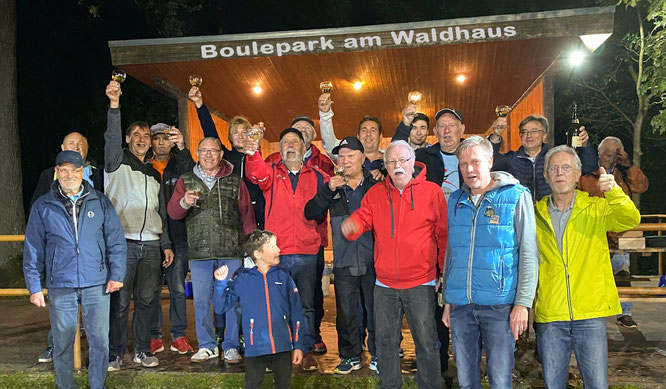 Gleich im ersten Jahr die Meisterschaft nach Sitterswald geholt.