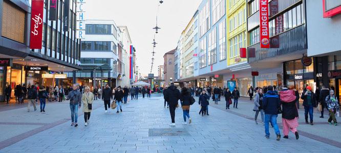 Fußgängerzone in der Bahnhofstraße in Saarbrücken.