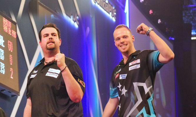Gabriel Clemens (links) und Max Hopp haben Deutschland zum ersten Mal in ein Halbfinale beim World Cup of Darts geworfen.