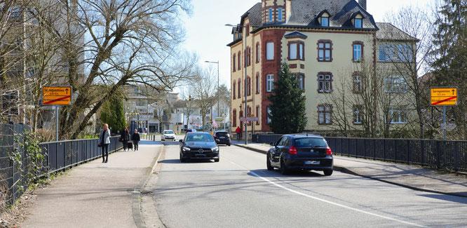 Über die Grenze von Rilchingen-Hanweiler nach Saargemünd kann jeder fahren und laufen wie er möchte.