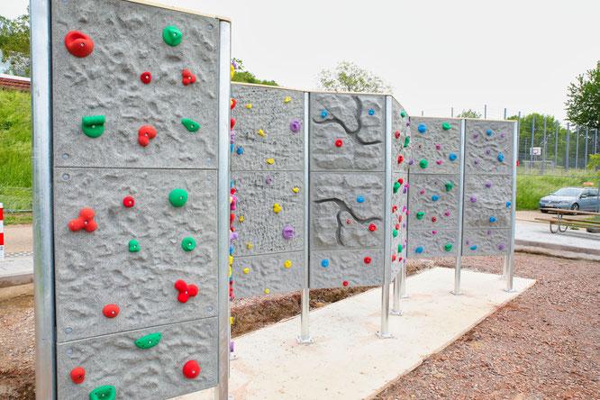100 000 Euro kostet die Kletterwand.