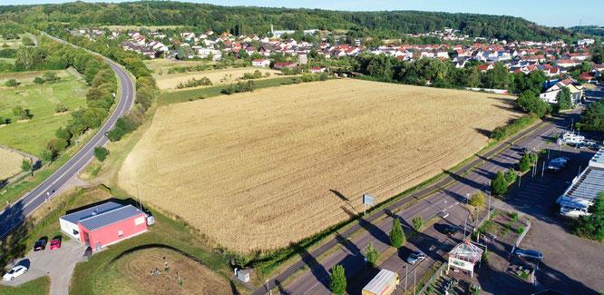 Auf dieser freien Fläche am Ortseingang von Kleinblittersdorf  würden Stadt und Gemeinde gerne das neue Gerätehaus bauen.