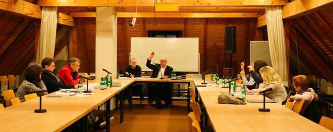 Hier stimmte die CDU-Fraktion (rechts) im Ortsrat von Kleinblittersdorf mit 5:4 für ihren Vorschlag.