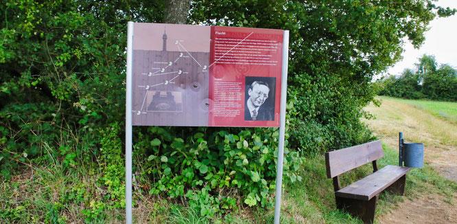 Ein Schild des Alfred-Döblin-Weges wurde beschädigt.