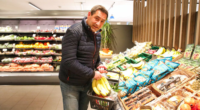 Stefan Lonsdorfer hat in seiner Edeka-Filiale in Rilchingen-Hanweiler 40 Prozent weniger Kunden.