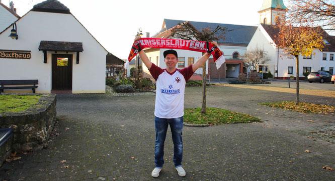 Tim Franz auf dem Marktplatz in Auersmacher. Für seinen Ort realisiert er einige Projekte.