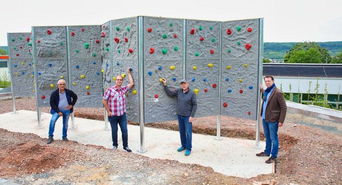 von links: Hans-Joachim Heß von der ausführenden Baufirma, Bauleiter Matthias Becker (Regionalverband), Wolfgang Kraus (Baufirma) und Bauingenieur Timo Hoffmann (Regionalverband).