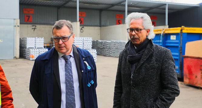 Von links: Marc Friedrich, der Generaldirektor der Fonderie Lorraine und Michael Paulus, der Direktor der Fonderie führten die Presse und die Interessengemeinschaft gestern über das Werksgelände und durch die Produktionshallen.