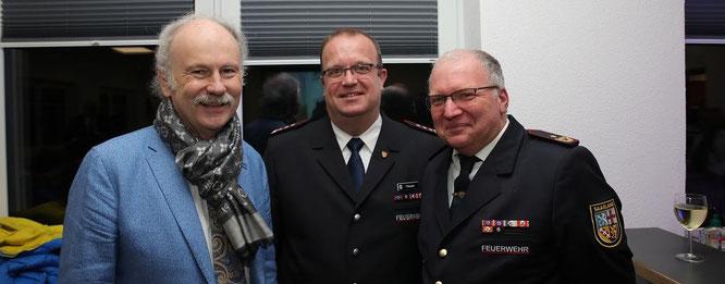 Von links: Bürgermeister Stephan Strichertz, Wehrführer Peter Dausend und Tony Bender, Brandinspekteur des Regionalverbandes Saarbrücken