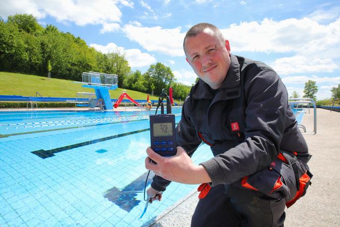 Bademeister Marcus Frey hat in der vergangenen Woche eine Wassertemperatur von 14,6 Grad gemessen. Mittlerweile dürfte das Wasser aber etwas wärmer sein.