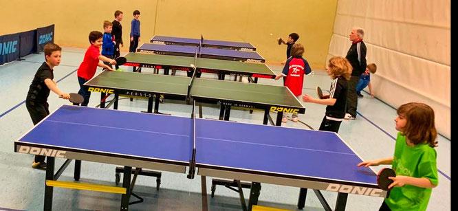 Training der Schüler U11 in der Schulturnhalle.