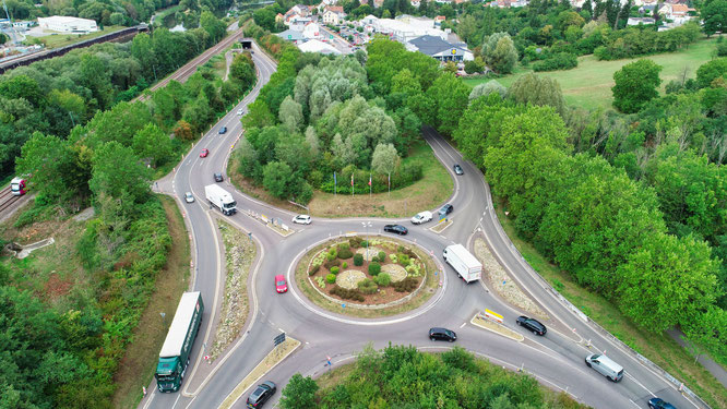 Der Kreisverkehrsplatz am Ortseingang von Kleinblittersdorf in Fahrtrichtung Frankreich wird ab Montag  sechs Wochen lang saniert.