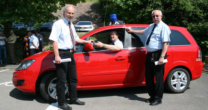 Im Jahr 2011 gab es ein neues Feuerwehrauto für die Gemeindewehr.
