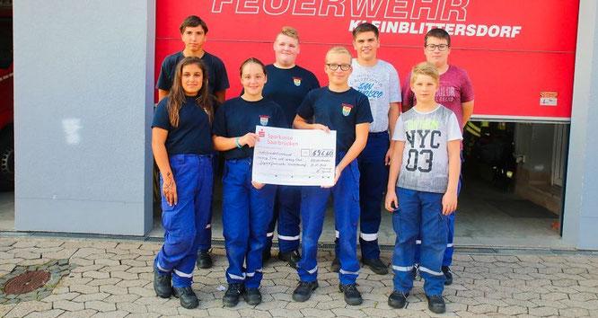 Der Kleinblittersdorfer Feuerwehr-Nachwuchs durfte sich über ein Spende von 696,60 Euro freuen.