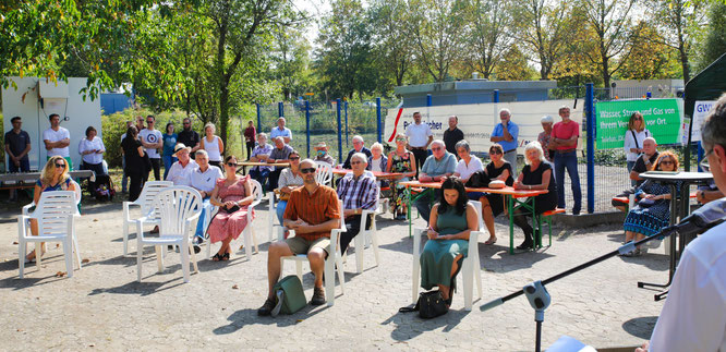 Etwa 50 Gäste kamen in den Robert-Jeanrond-Bürgerpark.