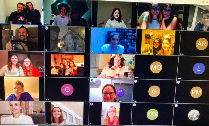 Die Kappeskepp sahen sich alle auf den Bildschirmen und hatten einen Abend lang viel Spaß.