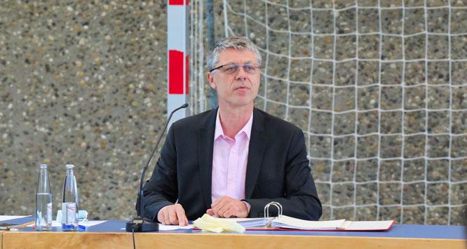 Rainer Lang in seiner ersten Sitzung des Gemeinderates als neuer Bürgermeister von Kleinblittersdorf.
