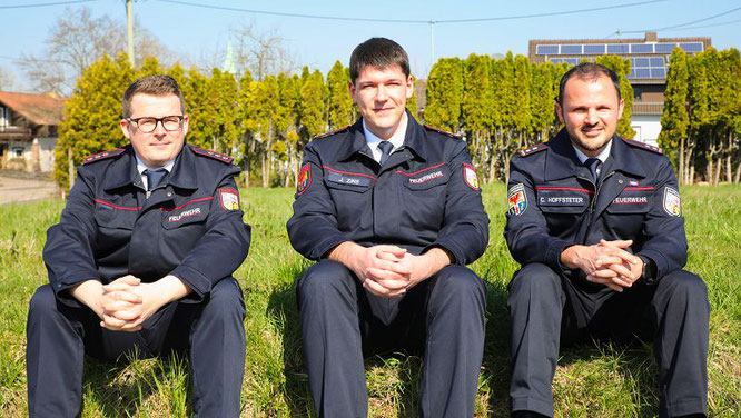 Die neue Führung des Löschbezirkes Mitte: von links: Timo Dahlem (Stellvertreter), Joshua Zins (Löschbezirksführer), Christian Hoffstetter (Stellvertreter).