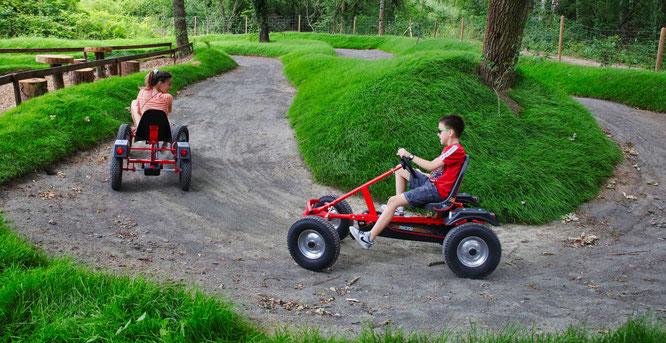 Der Abenteuerwald im Erlebnispark Bliesgau ist eröffnet. Tretgokart ist eine der Attraktionen für Kinder.