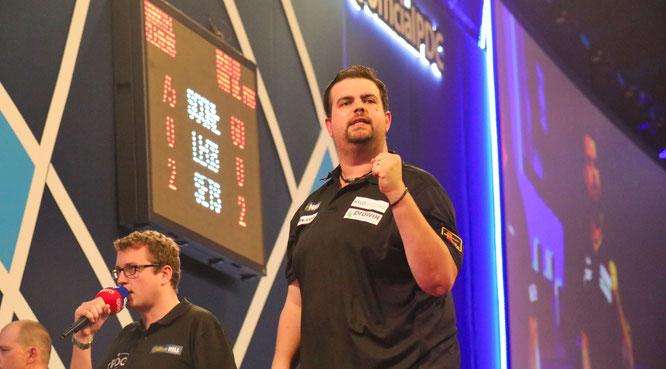 Gabriel Clemens aus Saarwellingen steht bei der Darts-WM erstmals in der dritten Runde.