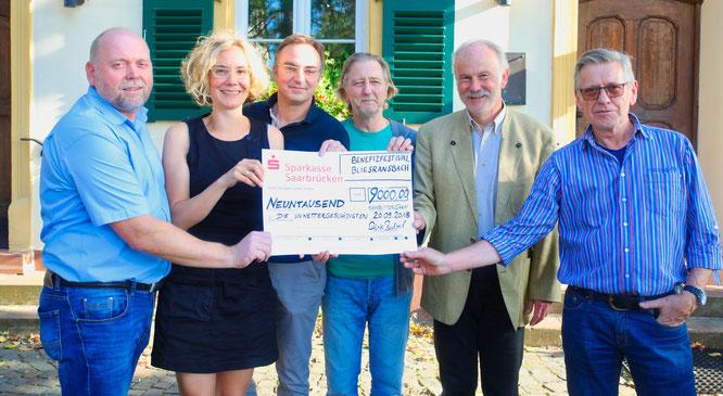 Beim Benefiz-Festival in Bliesransbach kamen 9000 Euro zusammen. Von links: Dirk Bubel, Kathrin Berger, Marcel Sude, Bernd Wegener, Stephan Strichertz und Axel Niederländer.