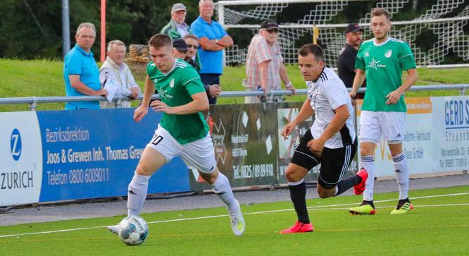 Jonas Philipp (links) spielt in der kommenden Saison für den SV Saar 05.