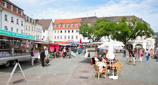 So entspannt wie an einem Markttag ging es in der Nacht zum Sonntag waren auf dem St. Johanner Markt in Saarbrücken nicht zu.