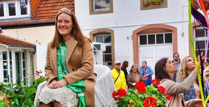 Die Auersmacher Erntekönigin Kara I. geht in ihre dritte Amtszeit. Das gab es noch nie in Auersmacher..