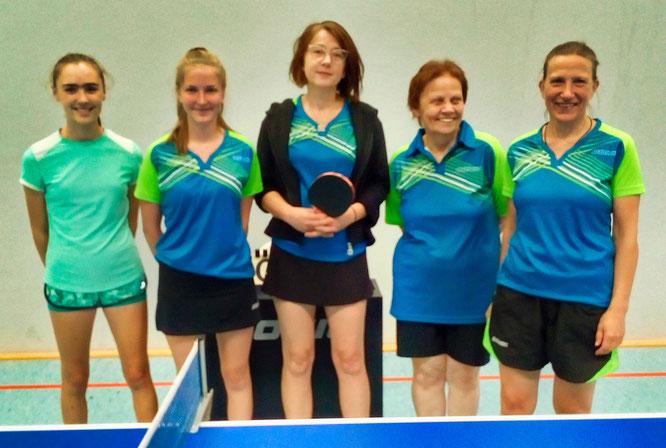 Die Damen des TuS. Von links:v.l.: Zoe Nola(Neu), Rebecka Müller-Kelly(Neu), Elke Dapper(Neu), Marion Weist, Babsi Heid