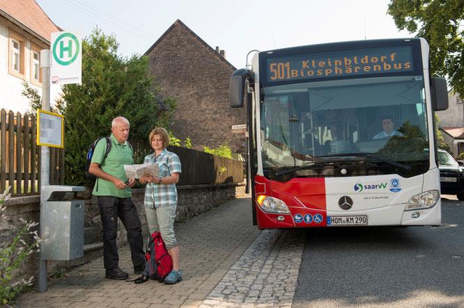 Wandern mit Bus und Bahn als aktiver Beitrag zum Klimaschutz.