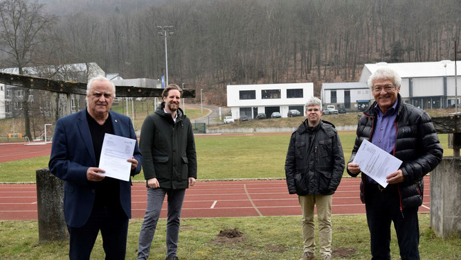 Personen (v.l.n.r.): Sportminister Klaus Bouillon, LSVS-Sportvorstand Johannes Kopkow, LSVS-Finanzvorstand Joachim Tesche, LSVS-Aufsichtsratsvorsitzender Heinz König