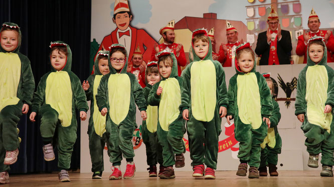 Im Jahr 2018 trat die Minigarde der Auersmacher Kowe in Krokodil-Kostümen auf.