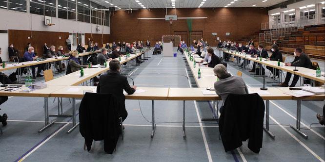 Der Gemeinderat stimmte in der Spiel- und Sporthalle in Kleinblittersdorf für den Bürger-Solarpark.