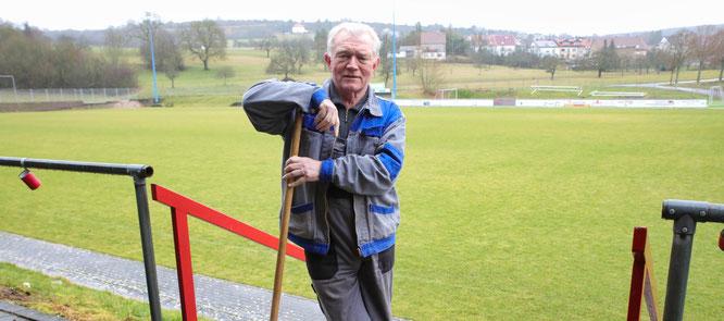 Winfried Kasper in seinem Element. Er hat im vergangenen Jahr wie kein zweiter beim Bau des Bliesransbacher Naturrasenplatzes geholfen.