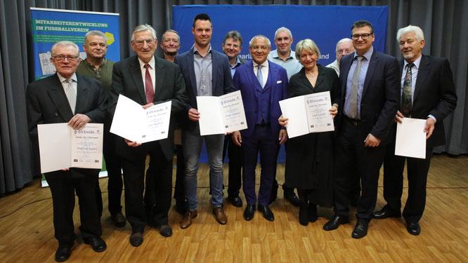 In der vergangenen Woche wurde Winfried Kasper (links) in den Club 100 des DFB aufgenommen.