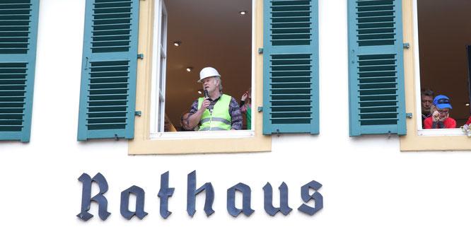 Im vergangenen Jahr musste sich Bürgermeister Stephan Strichertz zum letzten Mal gegen die Narren verteidigen.