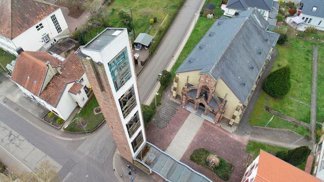 Der Glockenturm der Katholischen Pfarrkirche in Rilchingen-Hanweiler ist marode und wird Anfang Mai abgerissen.
