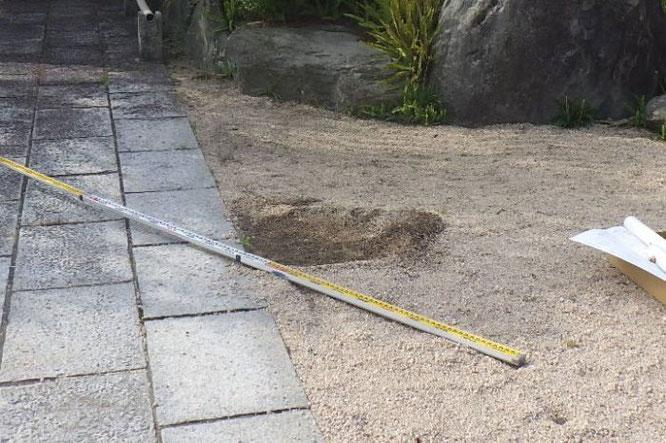 鯉のぼりポールの基礎工事【工事1】設置場所を決定し、穴を掘ります