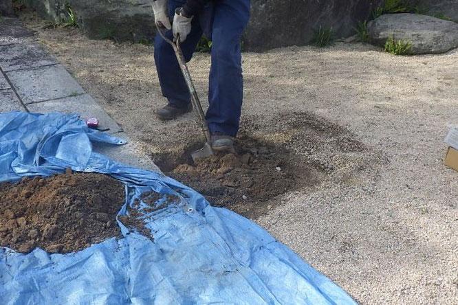 鯉のぼりポールの基礎工事【工事2】穴を掘る