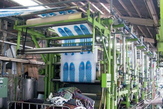 鯉のぼりの製造工程 洗い