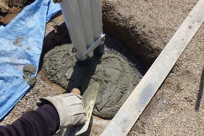 鯉のぼりポールの基礎工事 工事⑥ 仕上げ用のセメントを準備します