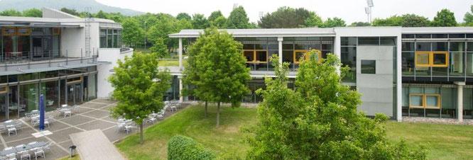 Hier in diesem modernen Tagungshotel im Umland von Kassel finden unsere Veranstaltungen statt